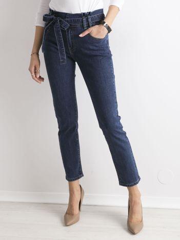 Niebieskie jeansy paperbag z paskiem