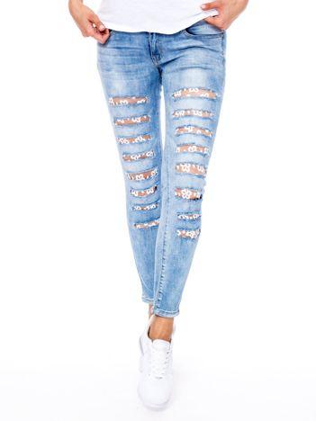 Niebieskie jeansy z dziurami i transparentnymi wstawkami