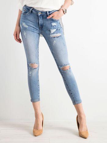 Niebieskie spodnie jeansowe damskie