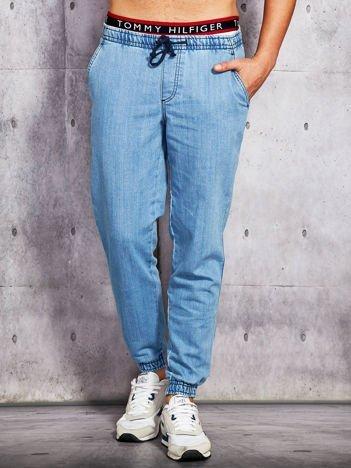 Niebieskie spodnie jeansowe męskie ze ściągaczami