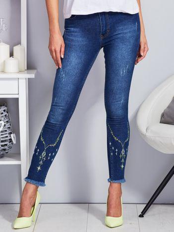 Niebieskie spodnie skinny z haftem na nogawkach