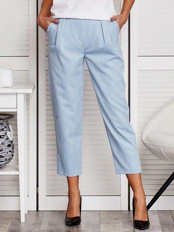 Niebieskie spodnie z marszczeniem