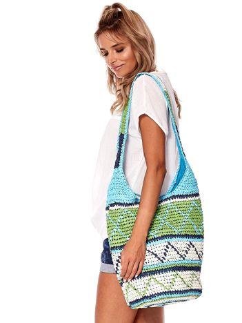 Niebiesko-zielona pleciona torba w etniczne wzory