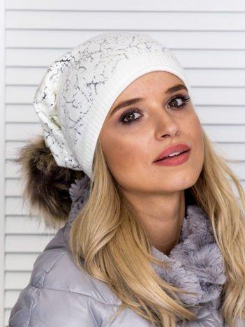 Ocieplana czapka z pomponem i srebrnym wzorem ecru
