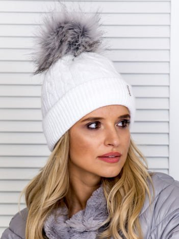 Ocieplana czapka zimowa w warkoczowy wzór biało-szara