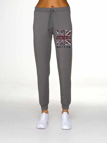 Oliwkowe spodnie dresowe z napisem LONDON