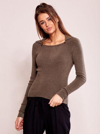 Oliwkowy sweter z kołnierzykiem