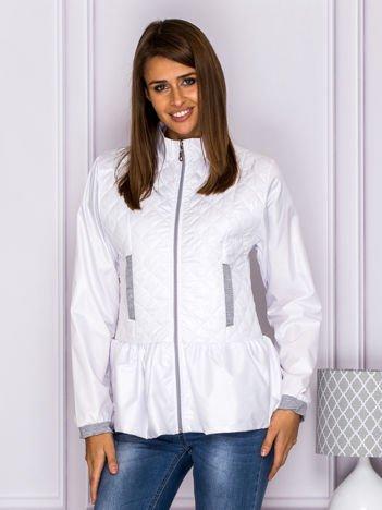 Pikowana kurtka przejściowa z baskinką biała