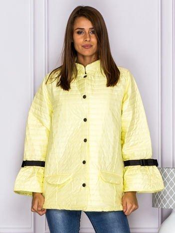 Pikowana przejściowa kurtka z kokardami na rękawach żółta