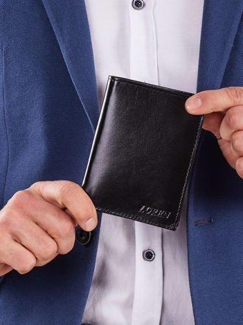 Pionowy czarny portfel dla mężczyzny