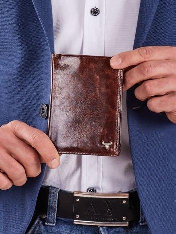 Pionowy męski portfel ze skóry brązowy