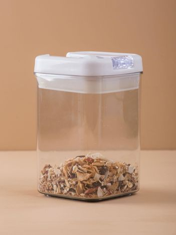Plastikowy pojemnik na suche produkty