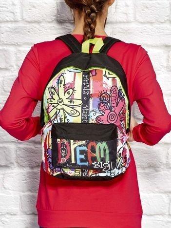 Plecak szkolny w kolorowe wzory