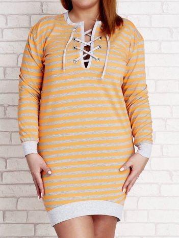 Pomarańczowa dresowa sukienka w paski z wiązaniem PLUS SIZE