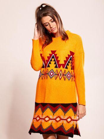 Pomarańczowa sukienka dzianinowa w etniczne wzory