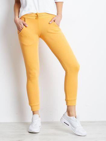 Pomarańczowe spodnie dresowe z troczkami