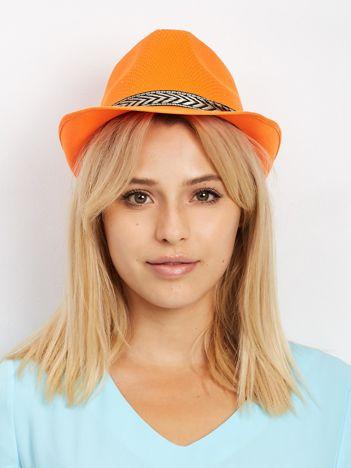 Pomarańczowy kapelusz gangsterski