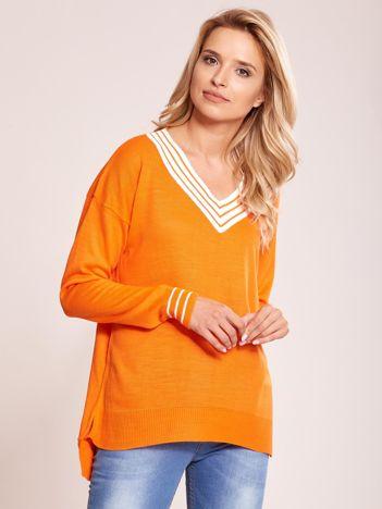 Pomarańczowy luźny sweter V-neck z domieszką wełny