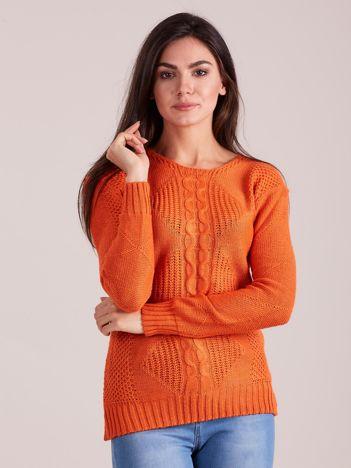 Pomarańczowy sweter z warkoczem