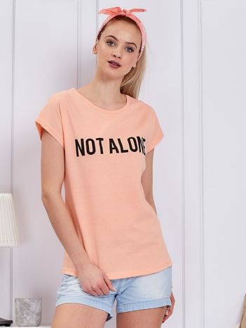 Pomarańczowy t-shirt damski z napisem NOT ALONE