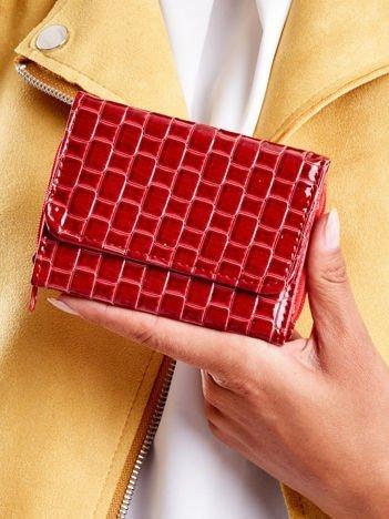 Portfel damski czerwony z geometrycznym tłoczeniem