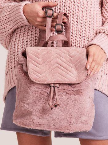 Pudroworóżowy futrzany plecak