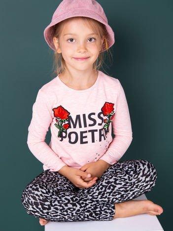 Różowa bluzka dziewczęca z napisem i naszywkami