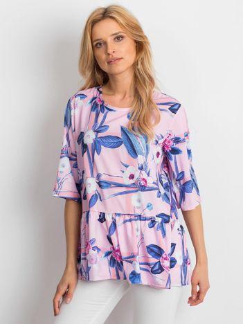 Różowa bluzka w duże kwiatowe wzory