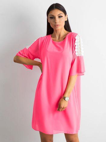 Różowa damska sukienka oversize