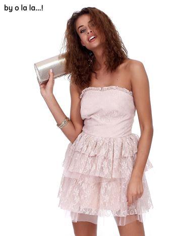 Różowa koronkowa sukienka z warstwowymi falbanami BY O LA LA