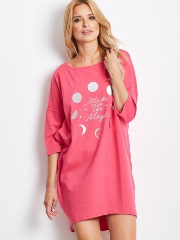 Różowa luźna sukienka z nadrukiem
