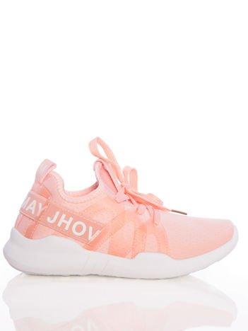 Różowe ażurowe buty sportowe Rue Paris z przezroczystymi szlufkami i białymi napisami