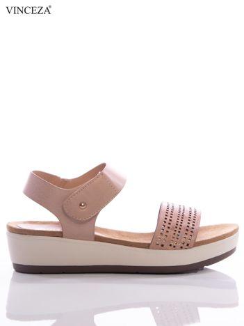 Różowe sandały Vinceza na platformie z ażurowym paskiem na przodzie i holograficzną poświatą