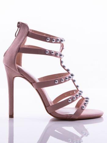 Różowe sandały na szpilkach, wysadzane srebrnymi perełkami, z suwakiem na tyle cholewki
