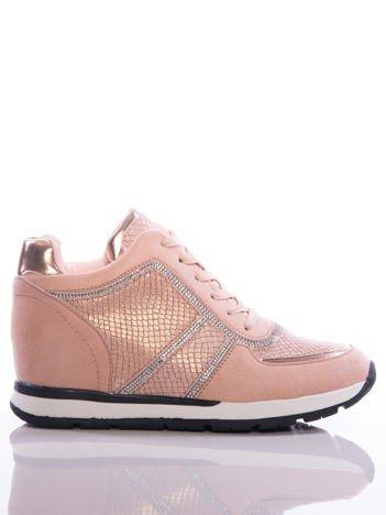 Różowe sneakersy z ozdobnie tłoczonymi wstawkami z poświatą i srebrnymi dżetami