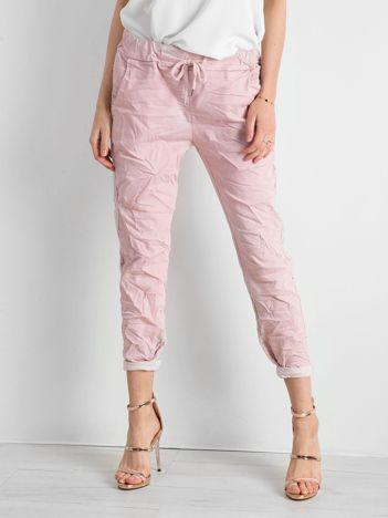 Różowe spodnie damskie z lampasami