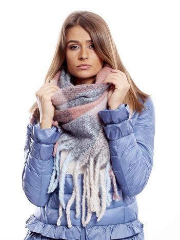 Różowo-błękitny szalik w kratę z frędzlami