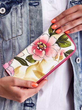 Różowo-żółty portfel na suwak z nadrukiem kwiatów