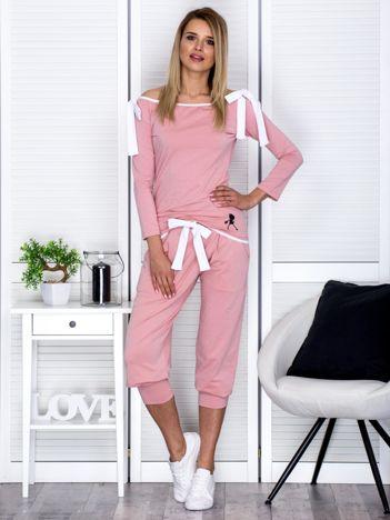 Różowy komplet z kokardami spodnie i bluzka