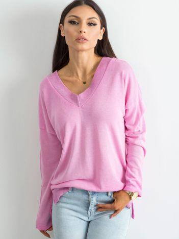 Różowy luźny sweter damski