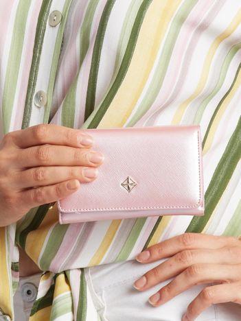 Różowy mały portfel damski