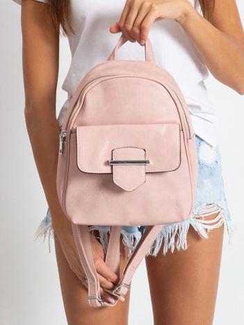 Różowy plecak z klapką