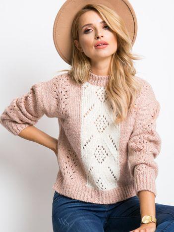 Różowy sweter Leia
