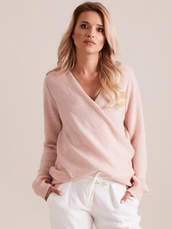 Różowy sweter z kopertowym dekoltem