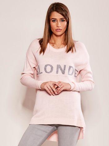 Różowy sweter z napisem