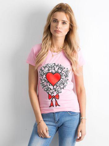 Różowy t-shirt damski z nadrukiem