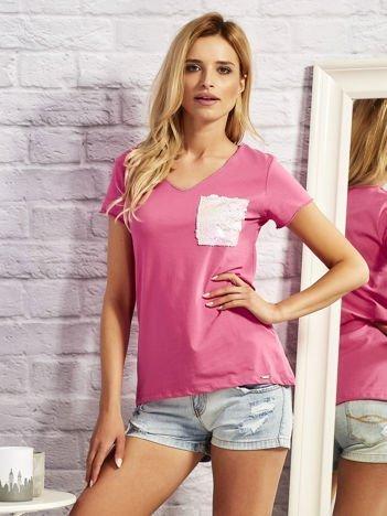 Różowy t-shirt z cekinową kieszonką