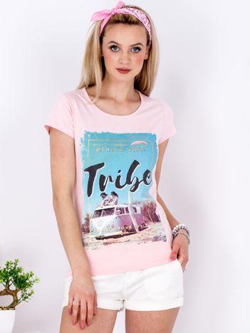 Różowy t-shirt z letnim nadrukiem