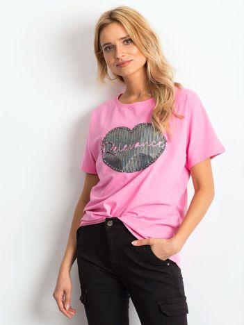 Różowy t-shirt z motywem ust