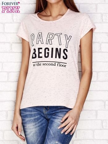 Różowy t-shirt z napisem PARTY BEGINS